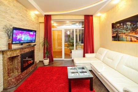 2-комнатная  квартира с джакузи в элитном доме на пр. Кирова между Вольской и Горького
